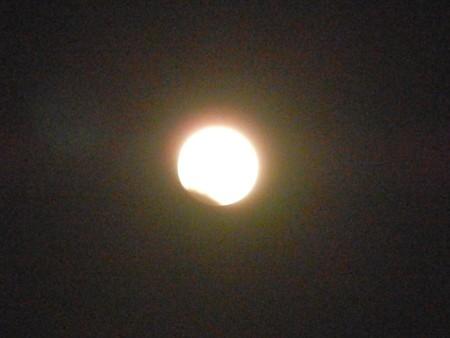 月食はじまりました・2