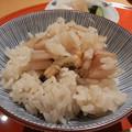 食事 信楽焼土鍋にて富山県産こしひかり使用あさりと根菜ご飯