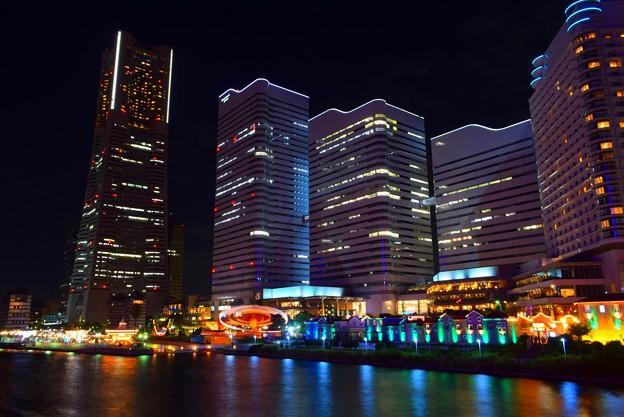 横浜ランドマークタワーと横浜クイーンズスクエア #横浜 #yokohama #mysky #ランドマークタワー #みなとみらい #観覧車 #nightview #夜景