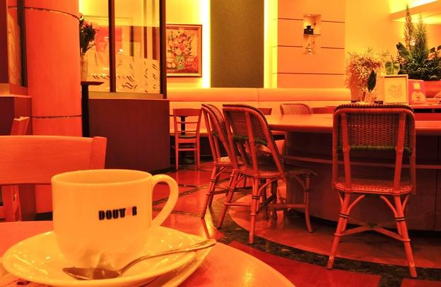 絵のあるカフェで