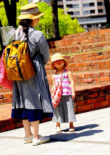 写真: 煉瓦の美学 母と娘