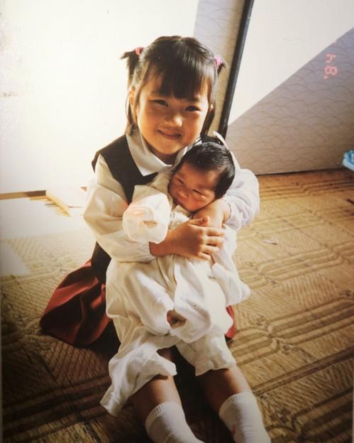 妹が産まれて初めて抱っこ