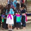 写真: モン族の少女達