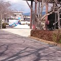 Photos: 本町公園の遊具で遊ぶ