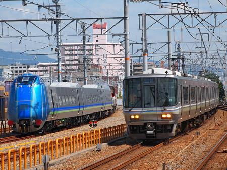 223系新快速とキハ285系山陽本線鷹取駅01