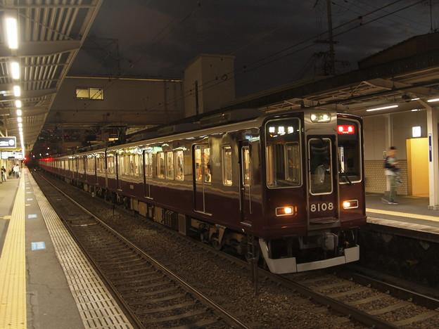阪急8000系特急  阪急神戸線十三駅02