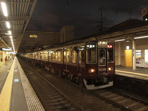 阪急8000系特急  阪急神戸線十三駅03