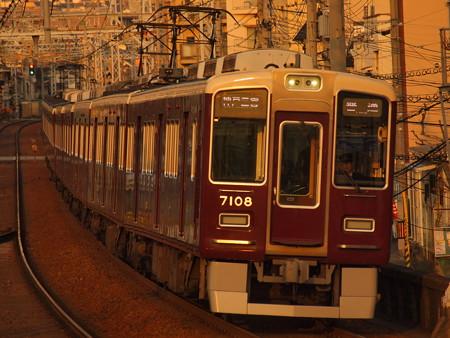 阪急7000系特急 阪急神戸線王子公園駅