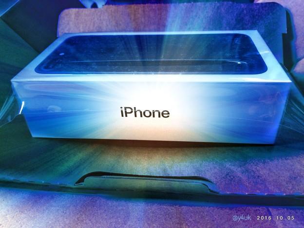 箱を開けると輝き放つiPhone 7 Plus