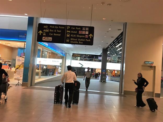マレーシア クアラルンプール空港で一服 (3)