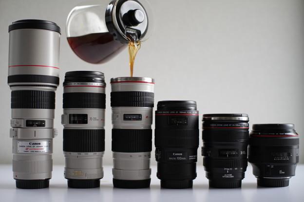 写真: レンズ型マグカップ