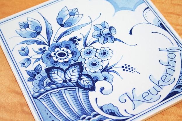 青い花の絵柄のタイル~テクノオート福田典孝