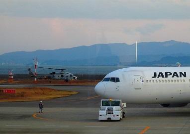 飛行機とヘリ~徳島空港