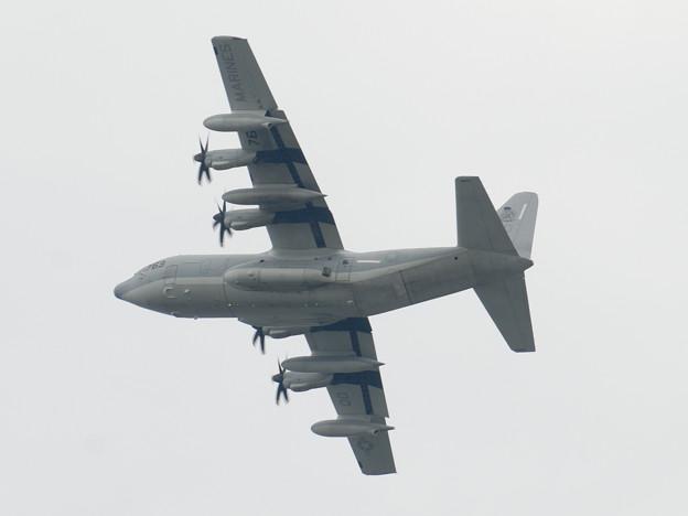 着陸訓練中のKC-130J