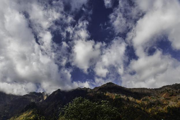 Photos: 雲わく鳥甲山