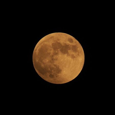 始めは赤い満月でした・・・