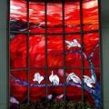 写真: 駅のステンドグラス