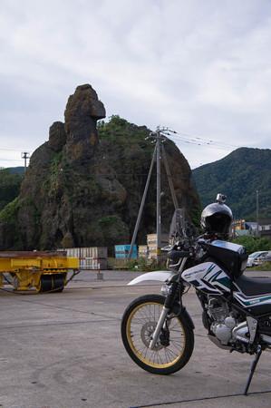 ゴジラ岩と