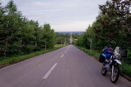 早朝の天空まで続く道