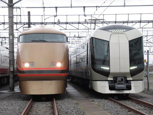 Photos: 東武103F・505F 2並び
