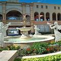 写真: ラグナシア入園口前の噴水