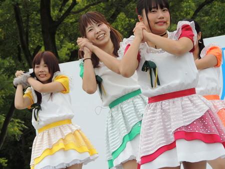 10/9(日) 稲沢サンドフェスタの締めはラヴィーナサーティとご当地キャラのいなッピー音頭♪でした。