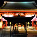 写真: 真夜中の浅草寺