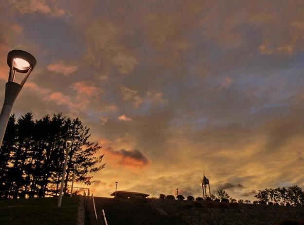 写真: 秋分の夕暮れ時