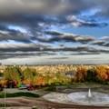 写真: 紅葉の旭山・札幌市内を望む