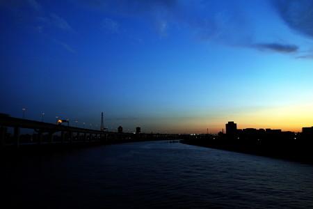 夜明けの中川