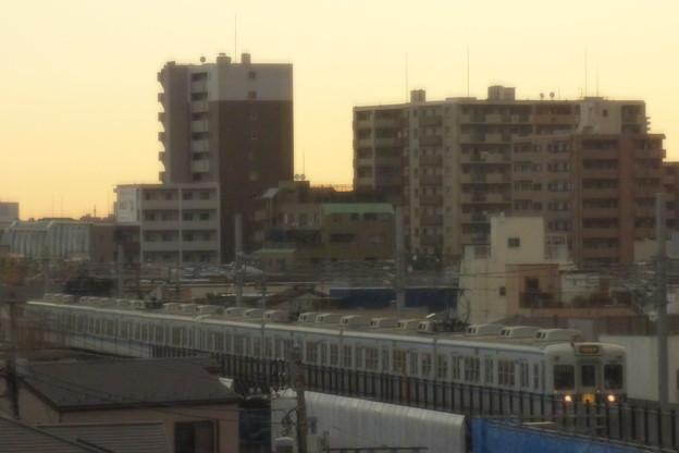 Photos: 早朝の住宅地を…
