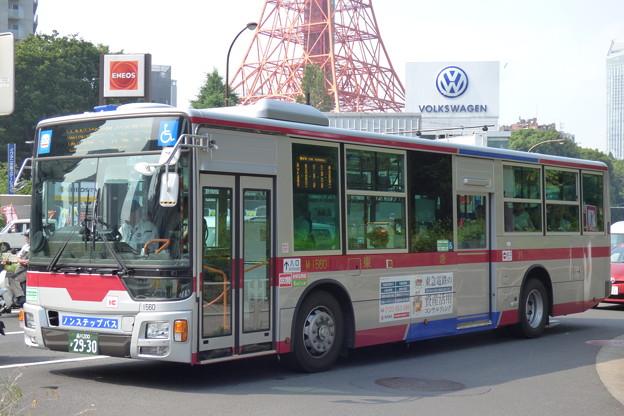 """東京タワーの""""麓""""で信号待ち"""