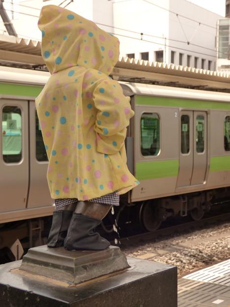 Photos: 浜松町駅ホームの小便小僧…の「後姿」に……