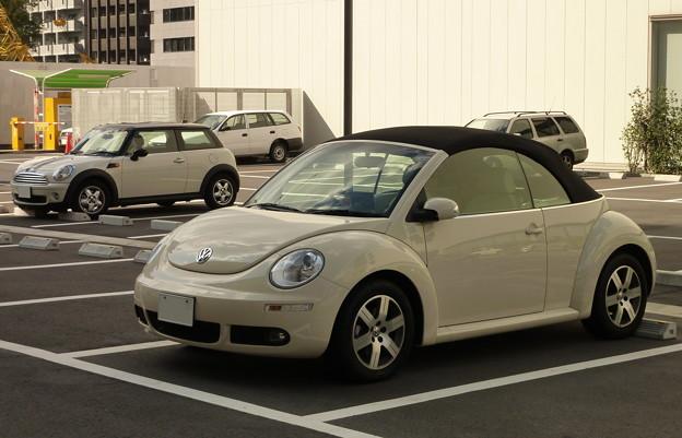 Photos: 昼下がり、日陰の駐車場で佇む…。