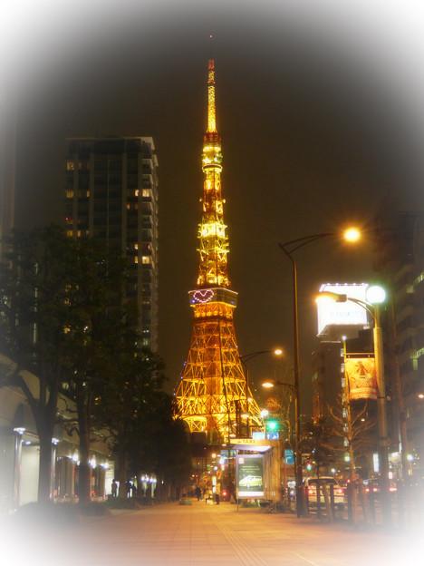 Photos: 師走の夜の東京タワーと桜田通り