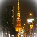 師走の夜の東京タワーと桜田通り