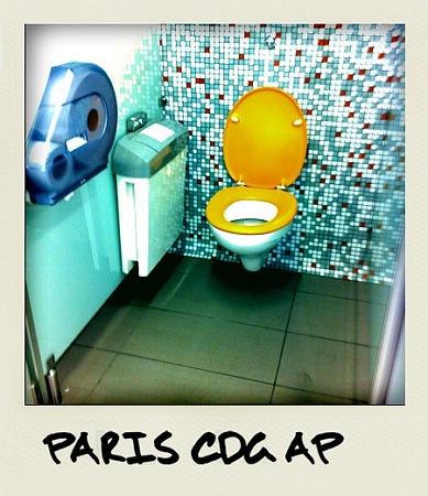 Les toilettes sont jolies, aussi.