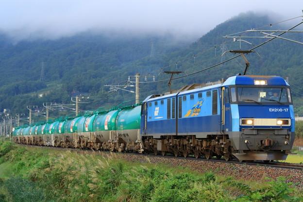 2085レ EH200-17+タキ@稲荷山ストレート