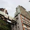 Photos: 建物の中を走るモノレール 奇抜だけどどこかユーモアあり(笑) (3)