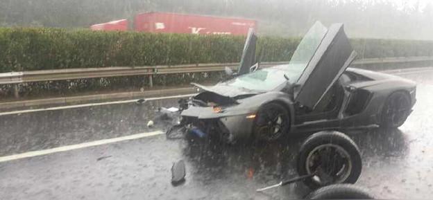 ランボルギーニの事故 言えるのは『もったいない』かな (2)