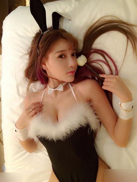 バニー&Carモデルの田紫紫が女を武器に金を稼ぐ!!の図式(笑) (1)