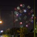 写真: 街の夜空の花火