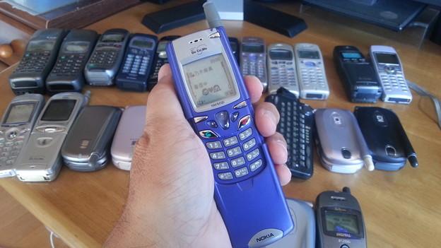映画『マトリックス』に出たノキアの携帯電話。日本仕様は音声でフリップは開きません。