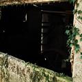 写真: 壊れ窓
