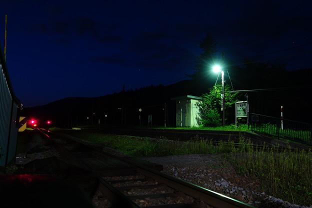 夜の塩狩駅
