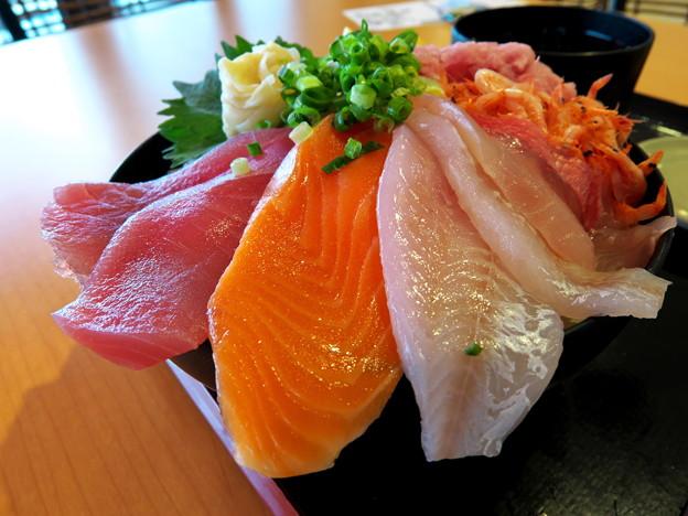 サマサ水産「深海魚入り海鮮丼 大盛り」