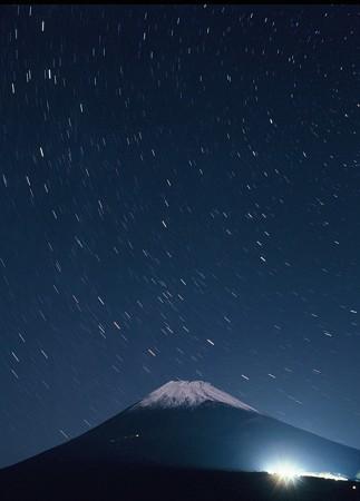 星降る初冠雪