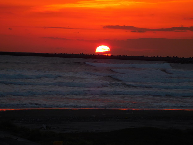 Photos: 夜明けの海・4