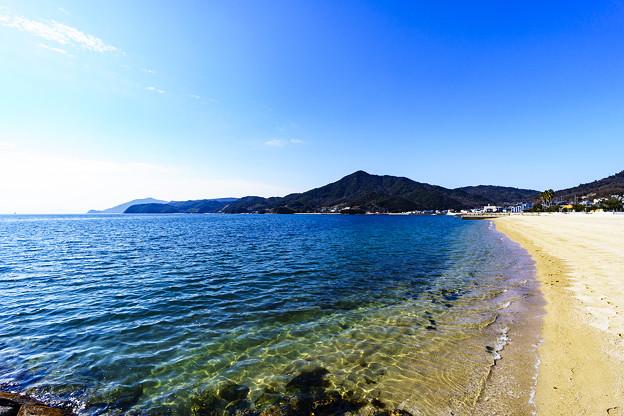 写真: 青い海、白い砂浜