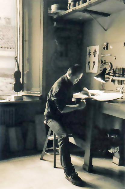 坂本忍 さかもとしのぶ ヴァイオリン・チェロ、弦楽器製作家   Shinobu Sakamoto